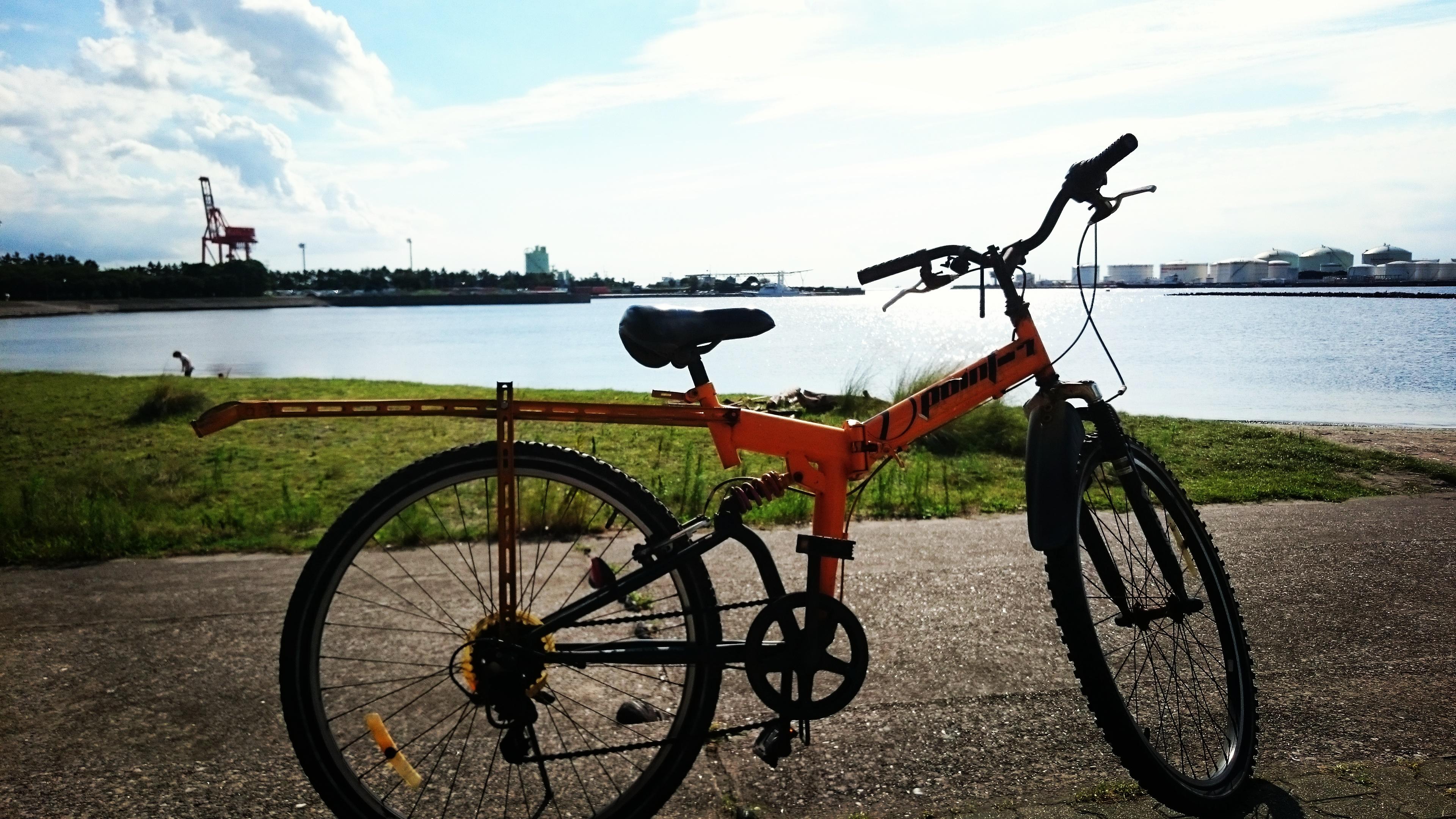 今日は自転車でピゅーっと